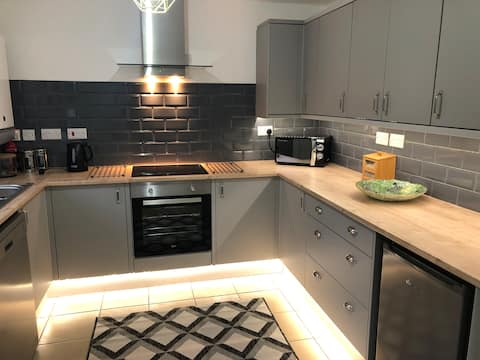 Newly Renovated Three Bedroom End Terrace