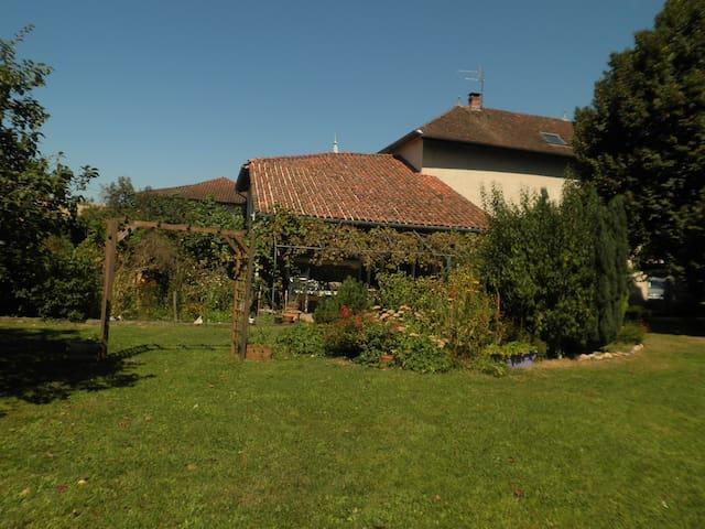 LES NOYEULS-ST SIMEON DE BRESSIEUX - Saint-Siméon-de-Bressieux - Bed & Breakfast