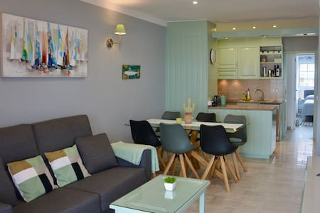 Bright and friendly apartment at the beach