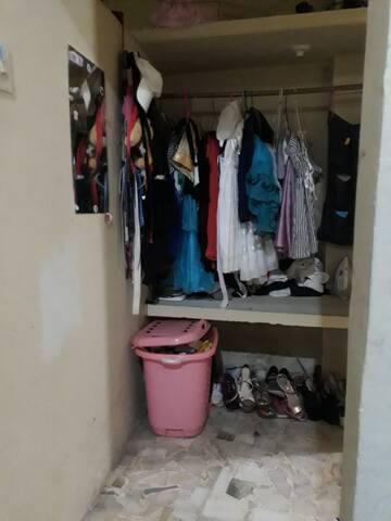 Mirada frente a la entrada al closet.