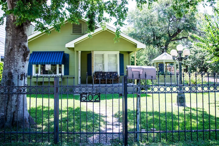 Cute Bungalow in Historical Heights