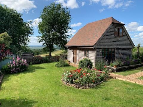 Beautiful Oak Barn - Perfect for a Weekend Getaway