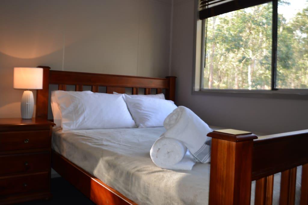Level 1 queen bedroom #4