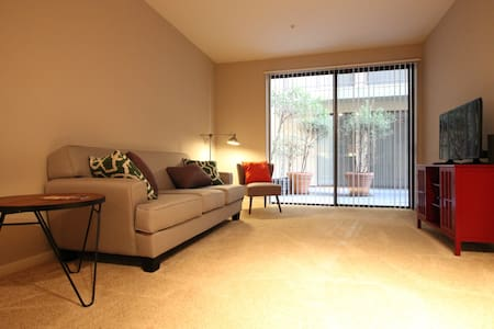 LOCATION!! 1BD/1BTH mins from 3rd St & Pier CP205 - Santa Monica - Apartment