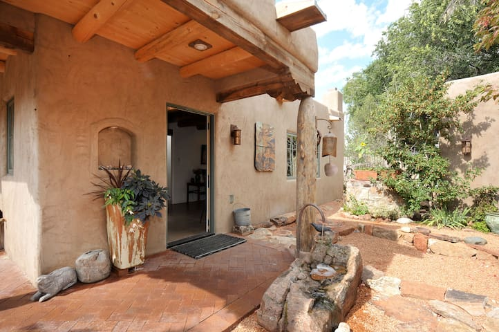 Casita Santa Fe -  Walk to Plaza & Canyon Rd