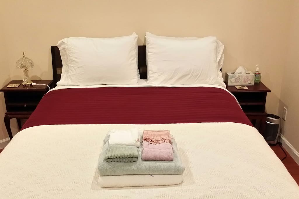Queen bed suite, suitable for 1 or 2 guests.  Attached full private bath.  No surcharge for second guest!  Great for couples, but solo travelers are more than welcome to book too!