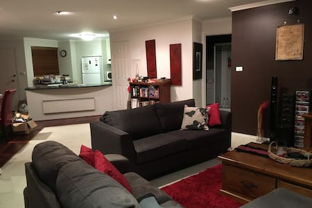 A birds eye view of Canberra - 2Bdr - Apartament