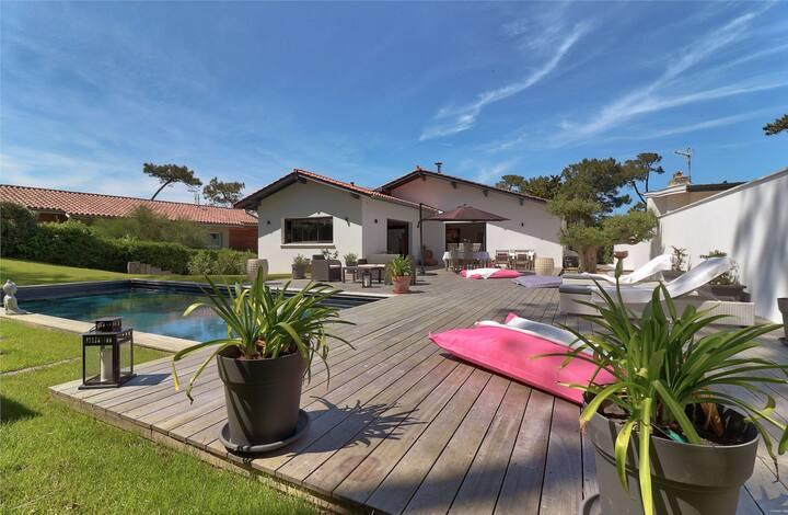 Villa avec piscine chauffée à 300m de la Madrague