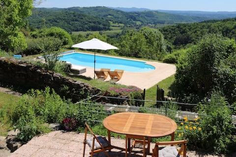 Fantastisk udsigt! Restaureret stenlade (c1827) + pool