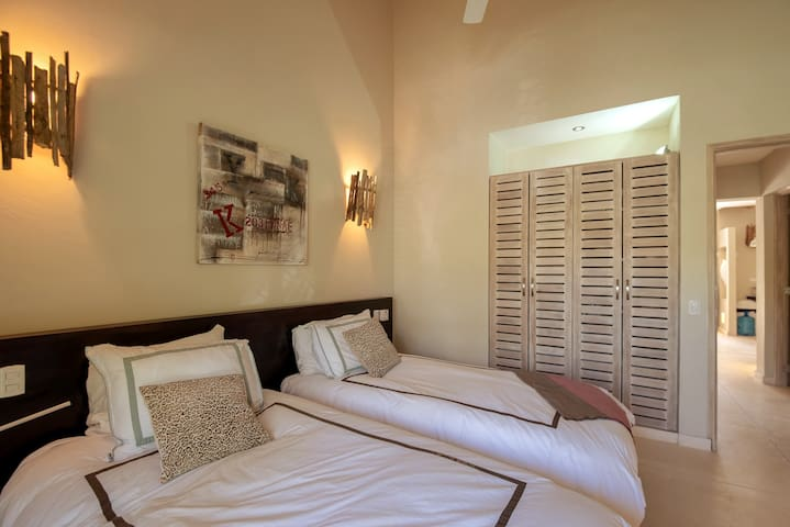 bedroom no 4: 2 TWIN beds - separate or together downstairs