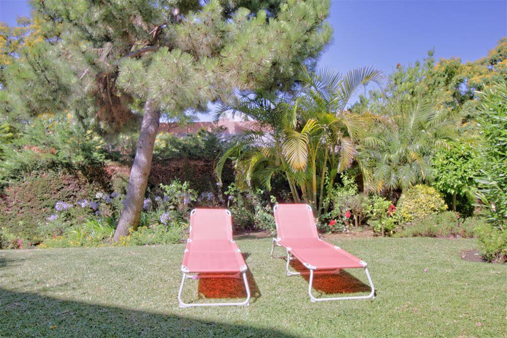 Der Garten ist der perfekte Ort für ein schönes Sonnenbad