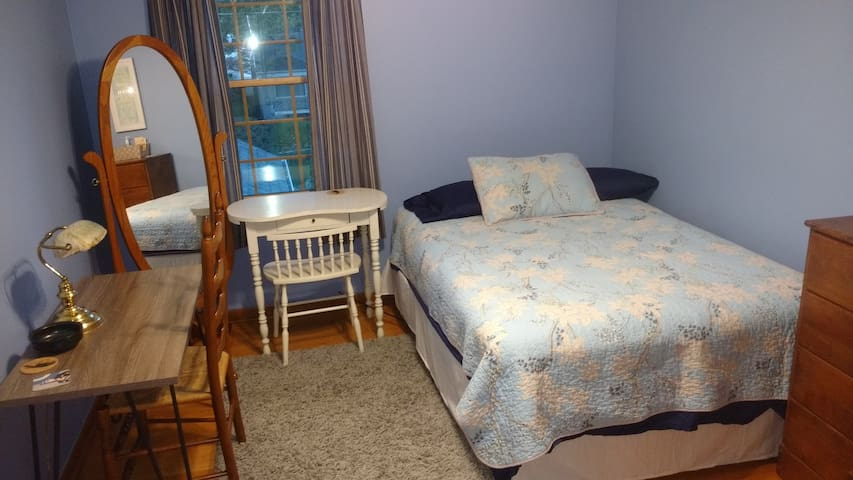Private Guest Room in Grosse Pointe area