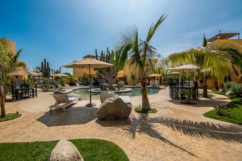 2 Bedroom, pool, 2min walk to Cerritos Beach!