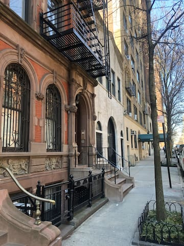 Stay in the comfort of a cozy  NYC brownstone!