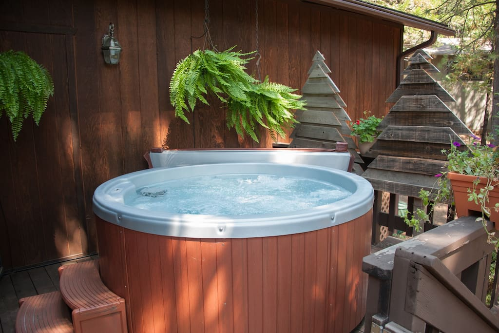 Hot Tub - Seats 3 to 4