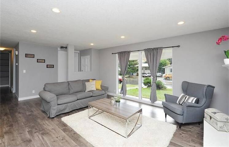 Entrepreneur Co Living/Working Space - Calgary - House