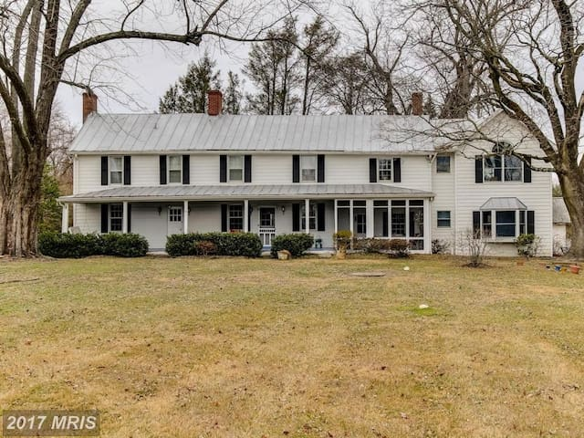 Large, historic farmhouse - Owings Mills