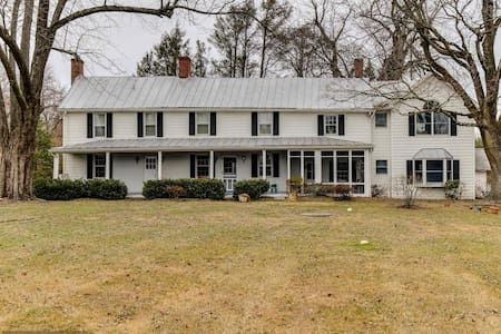 Large, historic farmhouse - Owings Mills - Huis