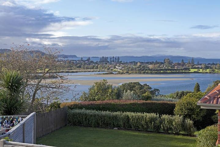 Views over Orewa Estuary, Beach & Beyond - Red Beach - Casa