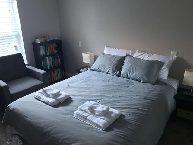 "2nd Bedroom ""New York"""