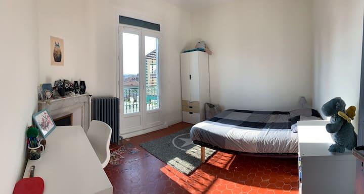 🤩 Grande chambre double dans maison en ❤️ de ville