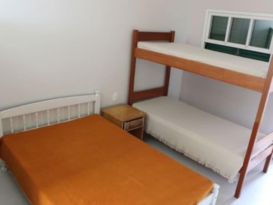 Cama de casal e beliche, acomodação para 4 pessoas
