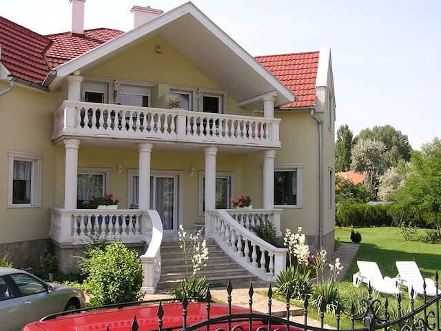 50m from free beach apartments with swimmingpool - Zamárdi - Daire