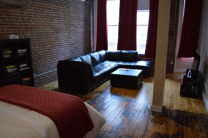 2 beds downtown near colleges & conventions #204