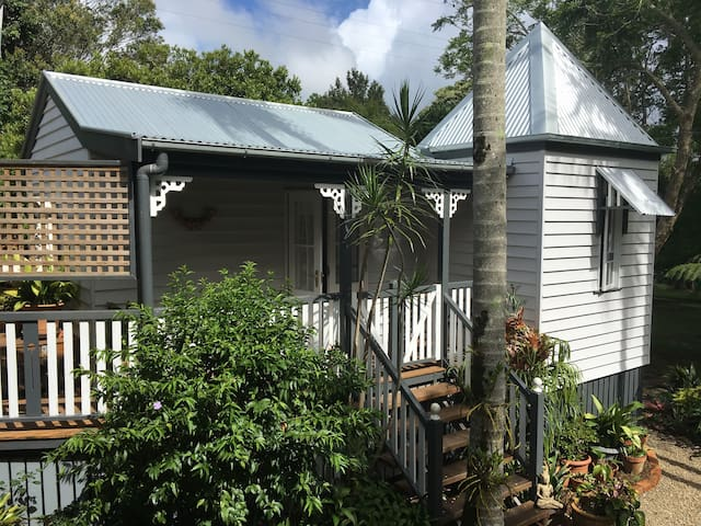 Charming Character Cottage, Maleny's Best Street - Мэлени - Дом