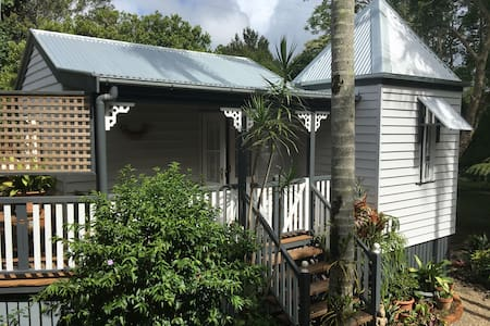 Charming Character Cottage, Maleny's Best Street - Maleny - House