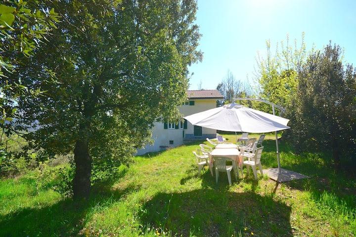 Stunning Cottage in Sesta Godano with Balcony