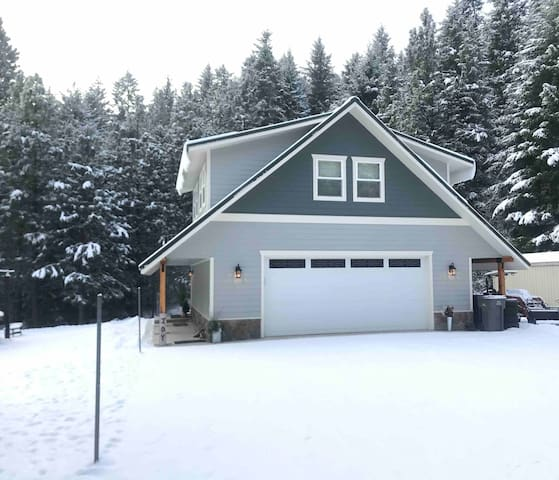 **New Listing**  Mountainside Haven Retreat