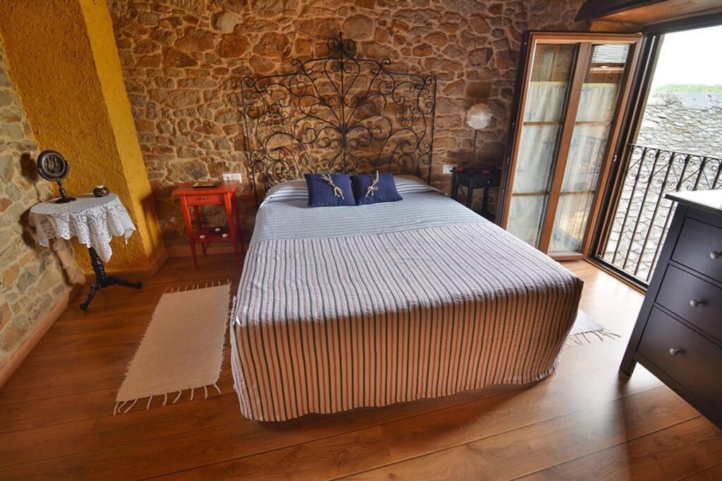 Dormitorio con cama de 1.80 m.