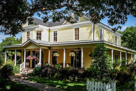 The Blakeney House ~ Hannah's Hideaway - Charlotte - Dom