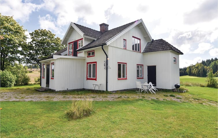 Holiday cottage with 4 bedrooms on 130 m² in Högsäter