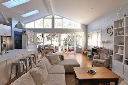 Perfect Family Holiday Home with Pool - Allambie Heights