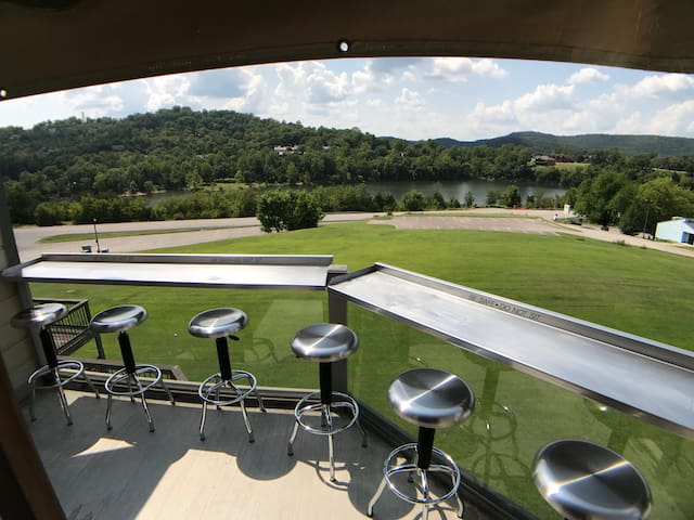 Green Meadow Condo #4, Superb Lake Access, Steps to Marina, Swim Area, View of Lake, Pool, Spa Tub