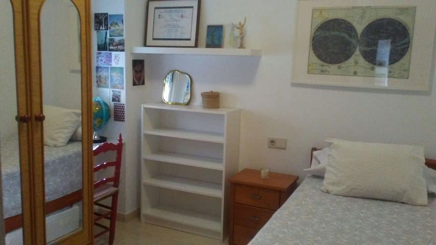 Cozy room with double bed in sunny Alicante