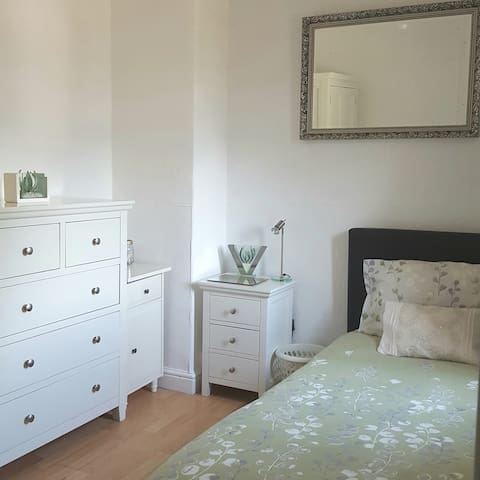 Single room in lovely quite area near city centre