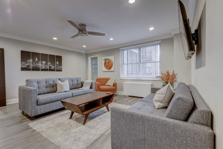 Modern 1 bed 1 bath in Downtown Atlanta sleeps 6