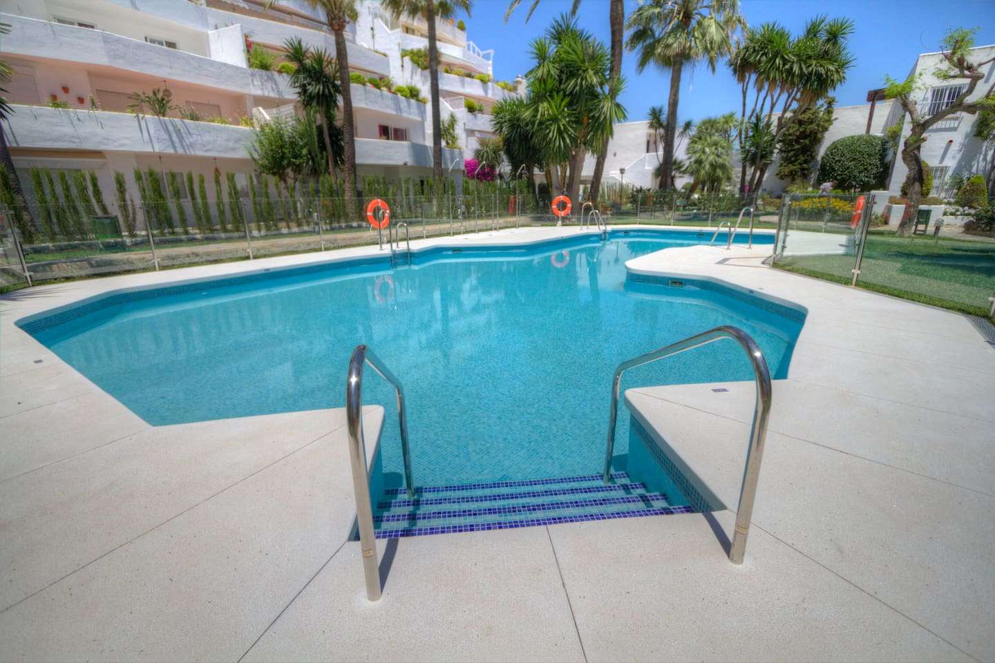 Nice swimming pool in tropical gardens, 2 bedroom apartment for rent Marbella Costa del Sol