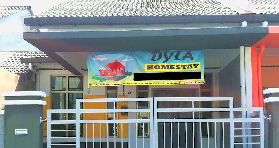 4 Bedroom Dyla Homestay*Bukit Katil*8 pax