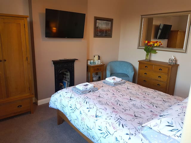 Double Room with En-Suite in Penistone. Free Wifi
