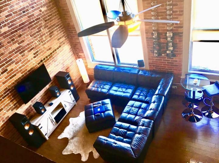 ~Rustic Queen City Loft~