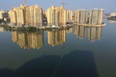 美林湖豪华一线湖景大四房 - Guangzhou - Appartement