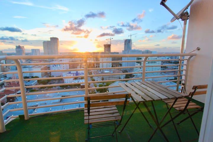 PENTHOUSE Central Downtown Loft Balcony & Pool