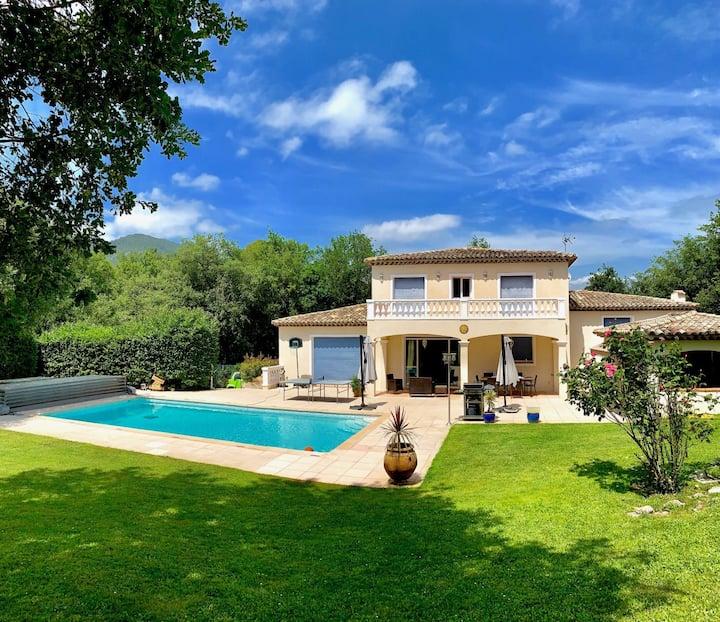 Villa avec piscine et jardin privés/ Cote d'Azur