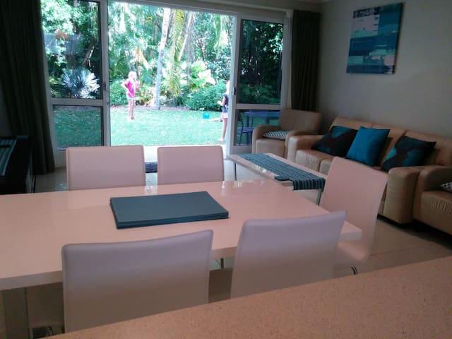 Crae Cowrie family apartment - Palm Cove - Apartment