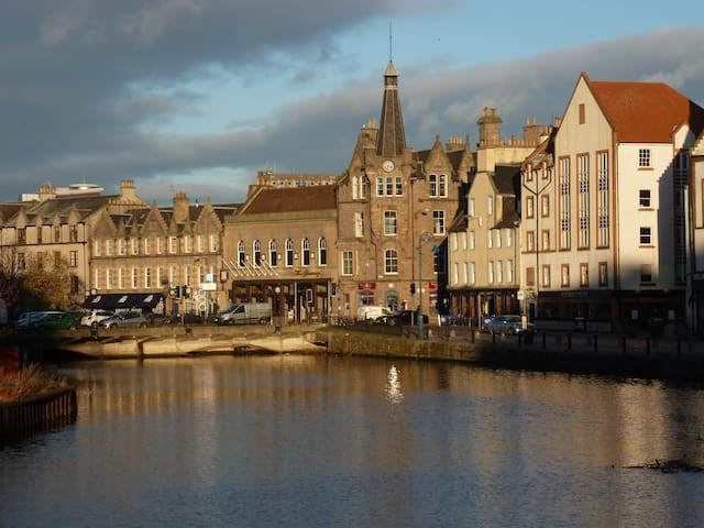 Old wine warehouse apartment at the shore, Leith - Edinburgh - Wohnung