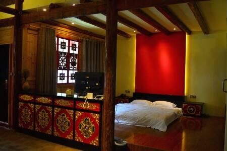 Timber Tibetan Double Room 藏式木屋大床房 B - Aba - Bed & Breakfast